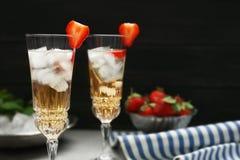 Cocktail di rinfresco con la fragola Immagine Stock