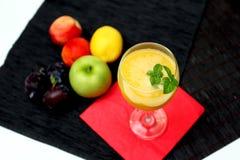Cocktail di rinfresco del frullato del mango Fotografia Stock Libera da Diritti