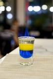 Cocktail di strato con la fiammata per vita notturna Fotografia Stock Libera da Diritti