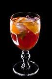 Cocktail die op een zwarte achtergrond wordt geïsoleerdd Royalty-vrije Stock Foto's