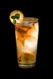 Cocktail die op zwarte wordt geïsoleerdt Royalty-vrije Stock Foto's