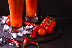 Cocktail do Bloody Mary com pimenta, gelo e aipo de pimentão Foto de Stock Royalty Free