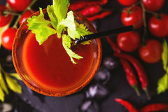 Cocktail do Bloody Mary com pimenta, gelo e aipo de pimentão Imagem de Stock Royalty Free