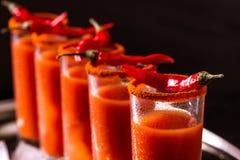 Cocktail do Bloody Mary com pimenta, gelo e aipo de pimentão Imagens de Stock