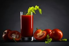 Cocktail do Bloody Mary decorado com um doente do aipo Fotografia de Stock