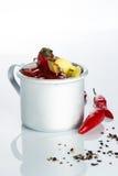 Cocktail do Bloody Mary no círculo do ferro em um branco Imagens de Stock
