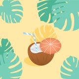 Cocktail do coco com guarda-chuva, as flores do hibiscus e a bandeira pequenos das folhas de palmeira Lugar para seu texto Convit Imagem de Stock