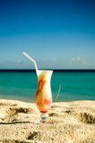 Cocktail do gelado na areia foto de stock