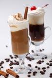 Cocktail du café deux - réchauffeurs de café photo stock