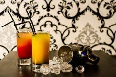 Cocktail e gelo Fotografia de Stock