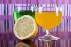 Cocktail e limão imagens de stock