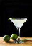 Cocktail en verre de margarita photos stock