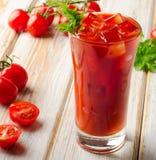 Cocktail ensanglanté de Mary Alcoholic avec les tomates fraîches Photo libre de droits