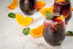 Cocktail espagnol traditionnel, Tinto de verano Images stock