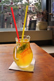 Cocktail fait maison de limonade citron orange en bon état de chaux Images libres de droits