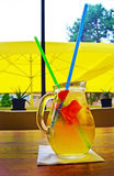 Cocktail fait maison de limonade fraise en bon état de chaux Images stock