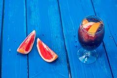 Cocktail foncé de restaurant avec le pamplemousse Photos libres de droits