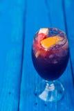 Cocktail foncé de restaurant avec le pamplemousse Images libres de droits