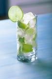 Cocktail frais de limette avec de la glace Images stock