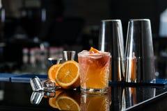 Cocktail fresco com laranja e gelo Alcoólico, dri não alcoólico foto de stock royalty free