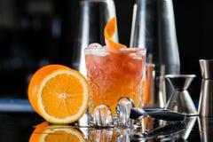 Cocktail fresco com laranja e gelo Alcoólico, dri não alcoólico fotos de stock royalty free