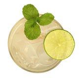 Cocktail fresco da bebida com opinião superior da hortelã e do cal isolado no whi foto de stock royalty free