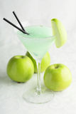Cocktail fresco e frio no fundo branco Imagem de Stock Royalty Free