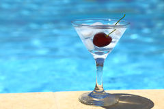 Cocktail frio com cubos de gelo Imagens de Stock Royalty Free