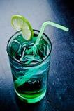 Cocktail froid d'été avec de la glace photographie stock