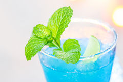 Cocktail hawaïen bleu froid image stock