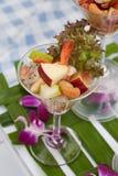 Cocktail im Weinglas lizenzfreie stockfotografie