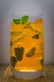 Cocktail jaune avec la menthe Photos stock