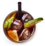 Cocktail Kubas Libre mit Rum, Kolabaum und Kalk stockfotos