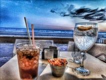 Cocktail ? la plage images stock