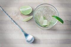 Cocktail met brandewijn, kalk en soda Royalty-vrije Stock Afbeelding