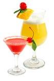 Cocktail met een citroen en een kers Stock Foto's
