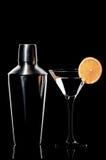 Cocktail met een schudbeker Stock Afbeeldingen