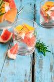 Cocktail met grapefruit en rozemarijn stock fotografie