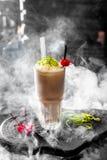 Cocktail met kers Stock Afbeeldingen