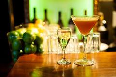 Cocktail met witte wijn royalty-vrije stock afbeelding