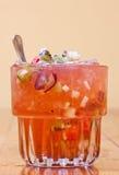 Cocktail mit Früchten lizenzfreie stockfotografie