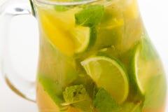 Cocktail mit Kalk Lizenzfreie Stockbilder