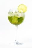 Cocktail mit Kalk Stockbild