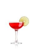 Cocktail mit Kalk auf Weiß Stockbild