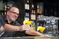 Cocktail na barra Close-up imagens de stock royalty free