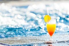 Cocktail na borda da associação foto de stock royalty free