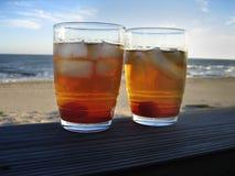 Cocktail na praia 2 imagens de stock