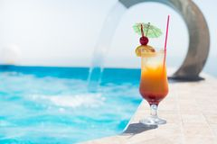 Cocktail near the swimming pool Royalty Free Stock Photos