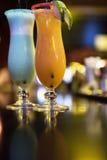 Cocktail no fundo da barra imagens de stock royalty free