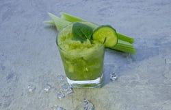 Cocktail nutritivo do aipo para a perda e a manuten??o de peso de um estilo de vida saud?vel foto de stock royalty free